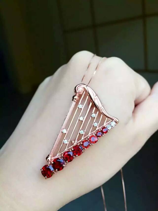 Natural red garnet stone brooch S925 silver Natural yellow crystal  brooch Pendant trendy Elegant pipa women two wears jewelryNatural red garnet stone brooch S925 silver Natural yellow crystal  brooch Pendant trendy Elegant pipa women two wears jewelry