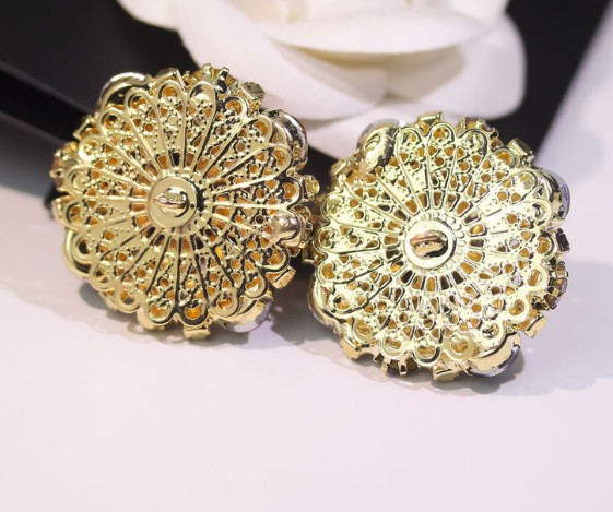 Wholesale 5 pieces High grade metal Crystal rhinestone jacket Overcoat  Buttons Shirt Cotton coat Button size 33mm Free shipping-in Buttons from  Home ... 8e96ed6f9436