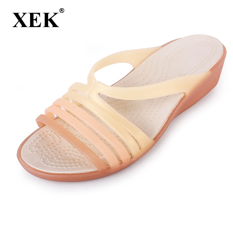цена на Women Sandals Summer Slippers Candy Color Women Shoes Peep Toe Beach Valentine Rainbow Croc Jelly Shoes Woman Flats ST238