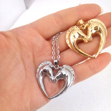 где купить hzew two heart horses pendant necklace horse necklaces two colors two horse gift по лучшей цене