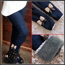 Модные весенне-зимние повседневные джинсы с бантом для девочек; хлопковые детские обтягивающие кашемировые брюки; Осенняя детская одежда; теплые эластичные брюки