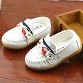 Sapatas dos miúdos Meninos Meninas Sapatos 2016 Novos Mocassins de Sola Macia Do Bebê Rebites moda PU Crianças Sapatos de Couro Meninos Slip On Shoes Outono