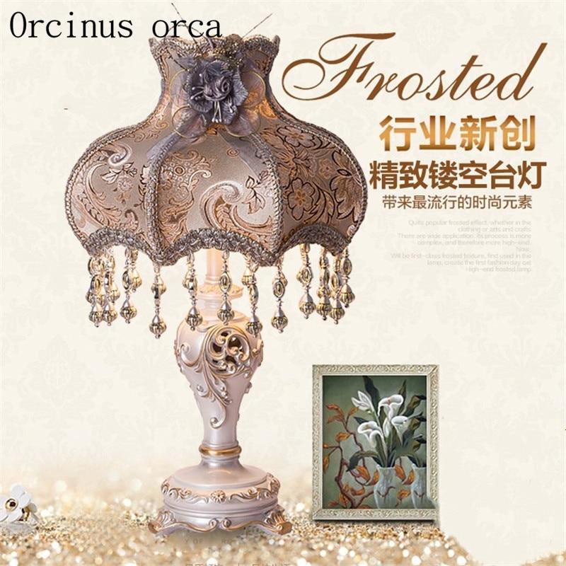 Европейский сад резные настольная лампа гостиная ночники творческий цвет окрашены роскошный смолы настольная лампа бесплатная доставка