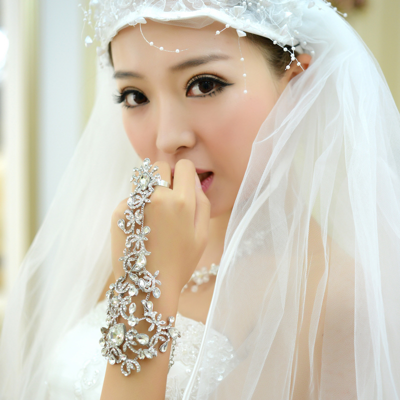 Retro flower crystal bridal wedding jewelry chain bracelet back court set wedding accessories Iraqis chain