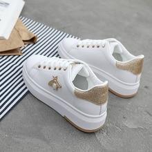 Женская Повседневная обувь; Новинка года; женские кроссовки; Модные дышащие белые женские туфли из искусственной кожи на платформе; мягкая обувь; стразы