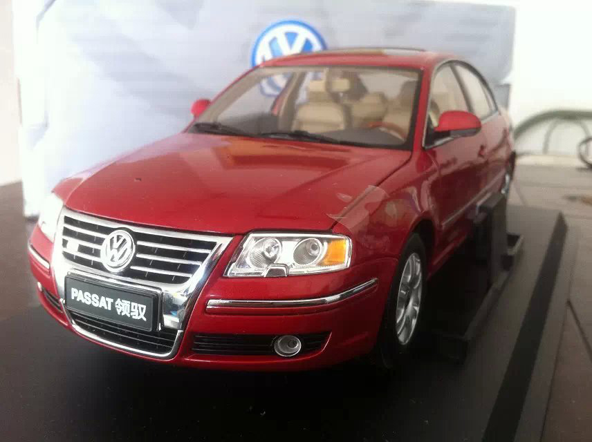 Red 1 18 Volkswagen VW Passat 2007 Diecast Model Car Classical Sedan Collection