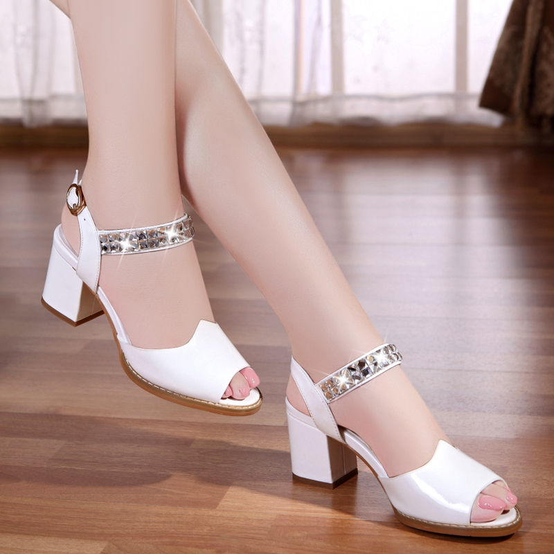 ФОТО 2017  Korean version of the leather fish mouth sandals female with the fashion with the diamond high-heeled large size shoes