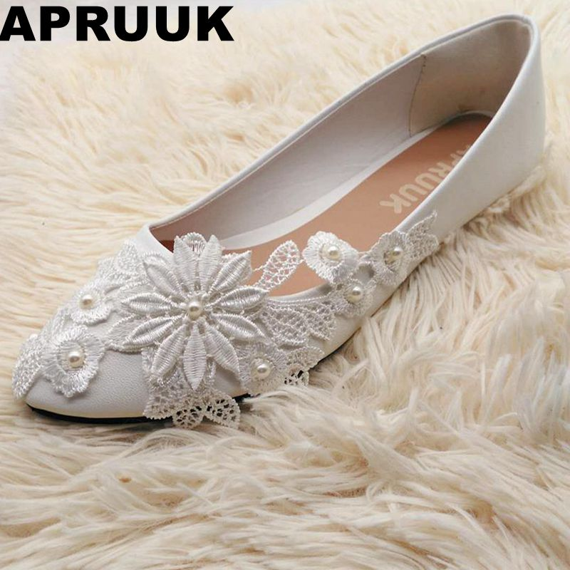 Plus Size Flats Women Ivory Lace Flower Pearls Bridal Shoes Sweet Lady  Party Proms Dress Flats Wedding Shoes 4ae8305d9f