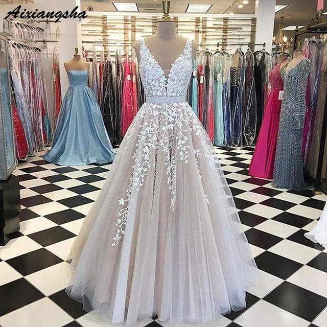Alluring 2019 Evening Dresses Long Sheer Nude V-neck Lace Gorgeous Arabic Style Formal Women Evening Gowns robe de soiree