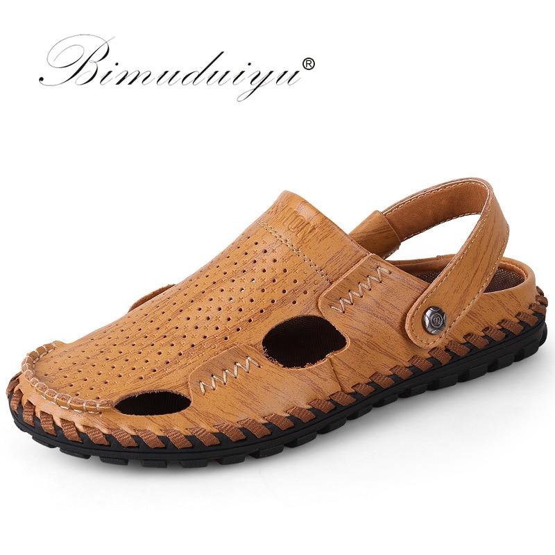 BIMUDUIYU Mīkstās ādas pludmales sandales vīriešiem roku darbs slēgta toe klasikaSandāli vasaras ikdienas elpojoši vīriešu šūšanas apavi