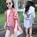 La muchacha de la Rebeca de Protección Solar Ropa de Verano Nuevo Patrón de la ropa de Los Niños Coreanos Sombrero Servir Caída Chica Trinchera de La Manga Del Hombro