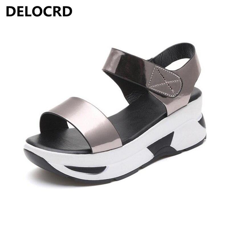 Sandálias de verão das Mulheres Novas Selvagem Maré Sapatos Casuais Sapatos Femininos Sapatos Estudante Sapatos Baixos Sandálias Da Praia do Verão Sandálias Chinelos Sapatos