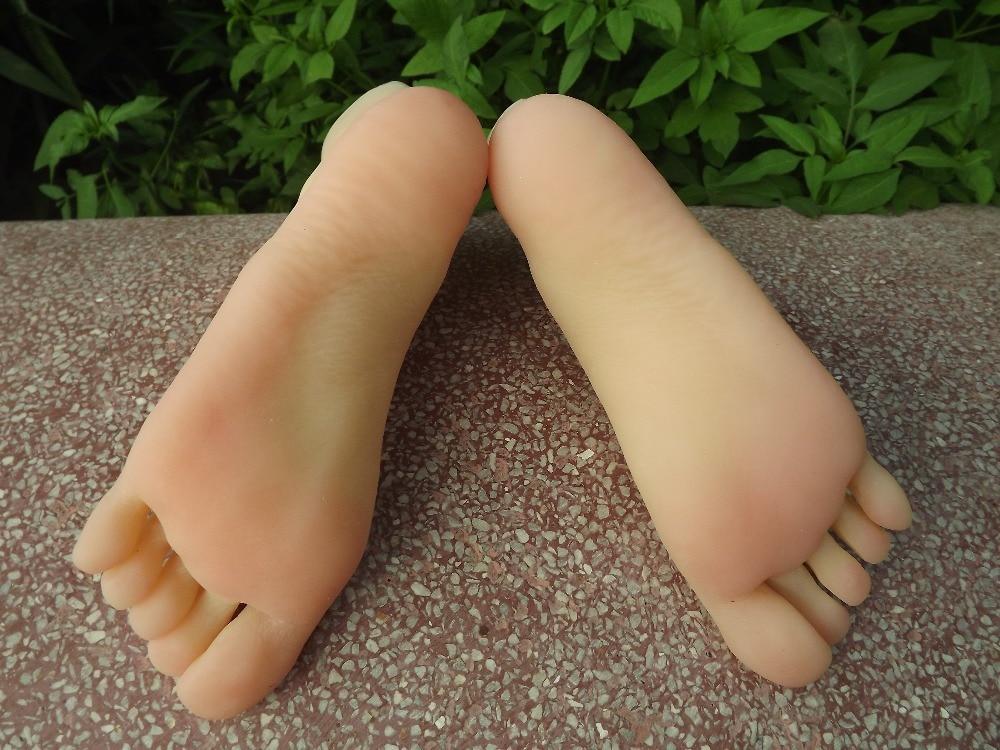 3D simulate women foot feet worshiping lesbians outdoor sunning skin natural toenails drop shipping