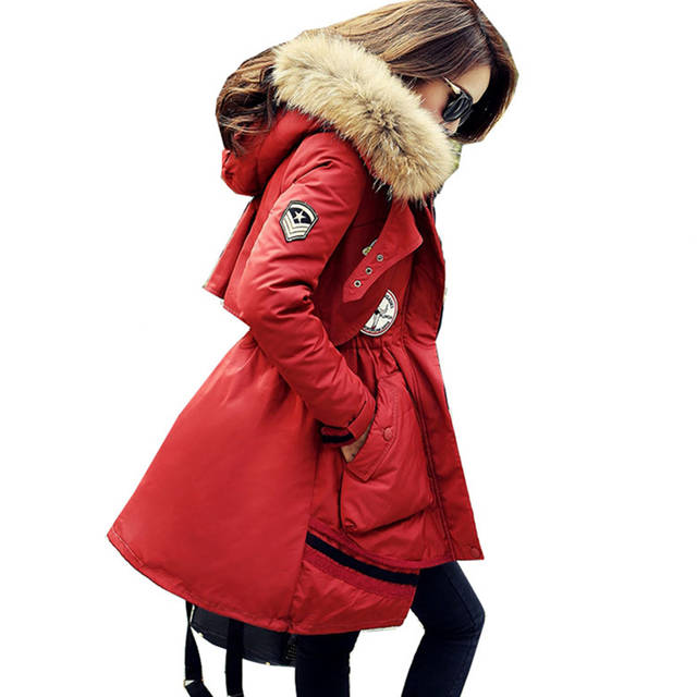 US $65.0  Neue Frauen Daunenjacke Waschbär Pelzkragen Mantel Mode Frauen lange Parka Schlank Dick Übergroßen Mantel Weiße Ente Daunenjacke LXT18 in