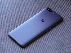 "Image 2 - New Unlock Original Version Oneplus 5 Smartphone 5.5"" 8GB RAM 128GB Dual SIM Card Fingerprint Dual Back Camera Mobile Phone"