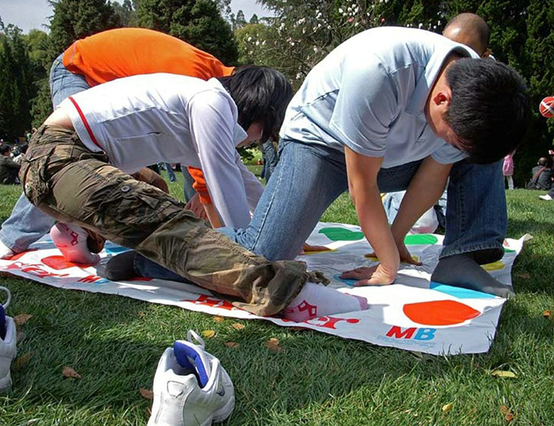 Twister-Body-Game-Friend-Family-Funny-Toys-English-Instructions-Exercise-Coordination-Of-Gadgets-Classic-Kids-Outdoor-Sport-Game-3