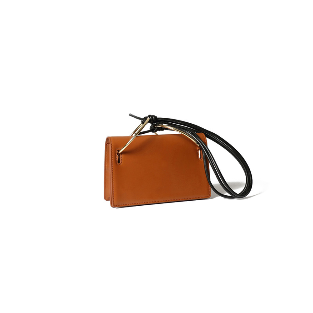 Spring / Summer 2019 New Handbag Single Shoulder Messenger Bag Metal Ring Flap Simple Soft Solid Messenger Elegant Fashion