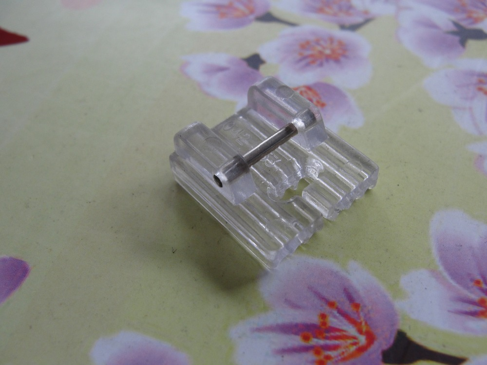 135a29710 المنزلية متعددة الوظائف ماكينة خياطة قطعة قدم الضغط في ماكينة الخياطة 7  تاكر خندق CY701-7P/93-042953-91 PINTUCK القدم 7 الأخاديد البلاستيك