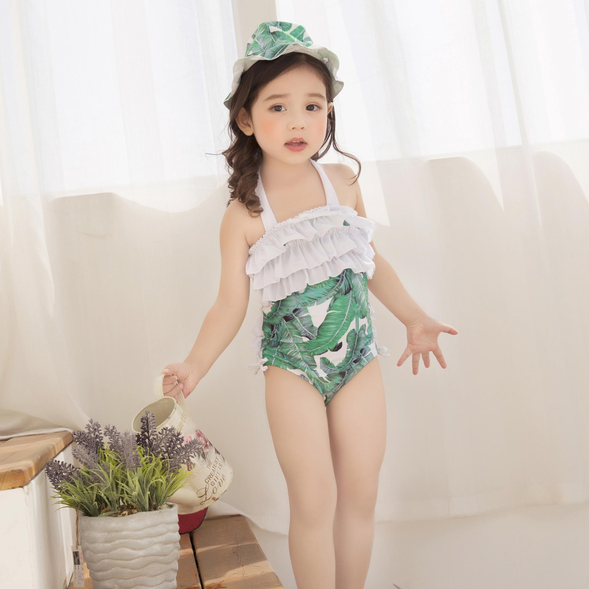 цены  Kids Swimming Suits For Girls One Piece Swimsuit Swimwear Children 2017, New Green Printing One-Piece Retro Baby Biquini