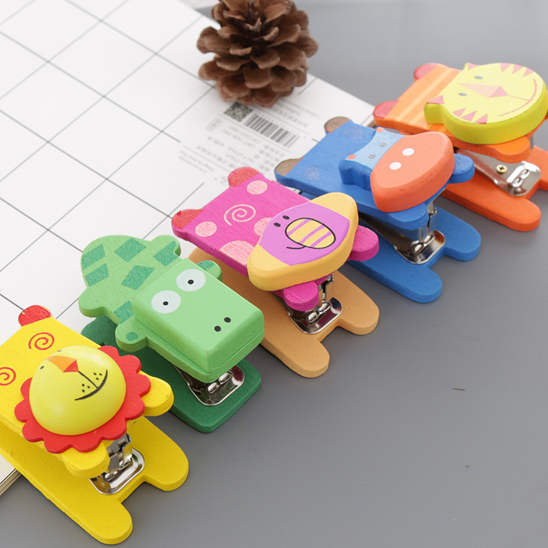 Coloffice 1PC Cartoon Wooden Animal Mini Stapler Elephant Tiger Cow Hippo Alligator Screw Connected Manual Stapler School Supply