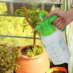 1L 1.5L 2L Handheld przenośna roślina kwiat butelka z rozpylaczem podlewanie butelki spray czajnik domu podlewanie ogrodu może narzędzie do nawadniania w Spryskiwacze od Dom i ogród na
