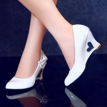 2017 gorąca sprzedaż prawdziwe buty damskie pompy Plus Size buty damskie Zapatos Mujer pompy sandały na wysokim obcasie Chaussure Femme dolne obcasy tanie i dobre opinie Średnia (B M) samoprzylepna Na wiosnę jesień 0-3 cm Wsuwane Z niewielkim szpicem Wysokie (3 lub więcej) mucha Lakierowana skóra