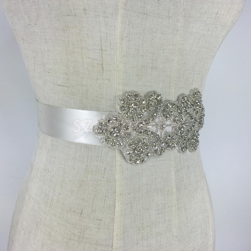 39343571c6 Moda Vintage Cristal Flor de Strass Noiva Festa de Casamento Faixa De Noiva  Cinto Vestido Branco em Correias das mulheres de Acessórios de vestuário no  ...