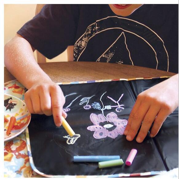Детские мягкие черные коврики на доске могут быть сложены из путешествия дома, могут быть окрашены мелом