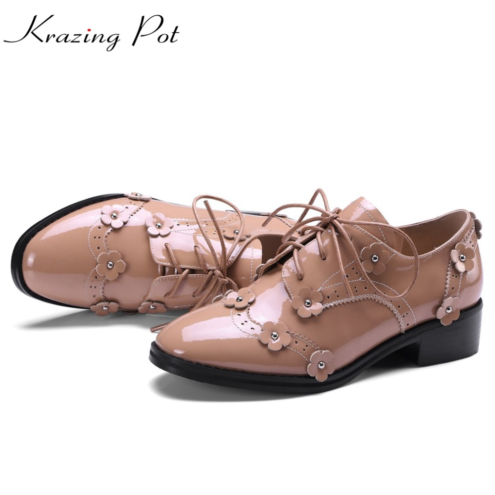 2017 Shoes women genuine patent leather closed toe chaussure femme preppy style med heels Stereo flowers young lady shoes L02 2017 shoes women med heels tassel slip on women pumps solid round toe high quality loafers preppy style lady casual shoes 17