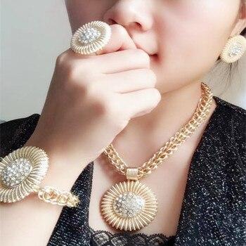 6f51b8ae9582 Conjunto de Joyería Al por mayor reino Ma disfraz africano de aleación de  Zinc conjunto de joyas de perlas africanas de boda nigerianas gran conjunto  de ...