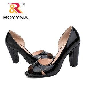 Image 5 - ROYYNA نمط جديد النساء مضخات الضحلة النساء أحذية عالية الكعب سيدة أحذية الزفاف مريحة ضوء حجم 5.5 8.5 شحن مجاني