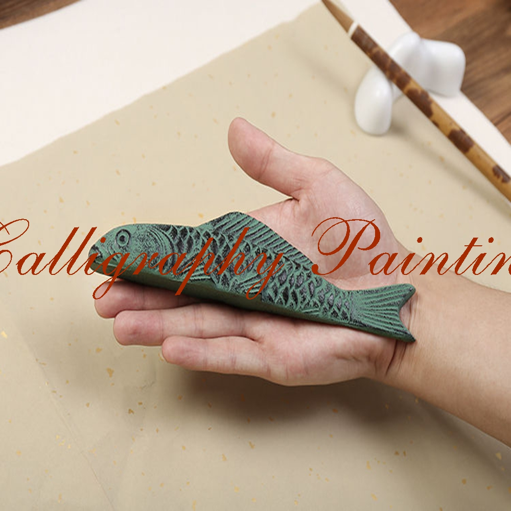 1pc Japan Iron Koi Carp Fish Shape Paperweight Brush Rest Calligraphy Painting Tool china carp fish koi lotus 15 chinese painting tattoo flash reference book
