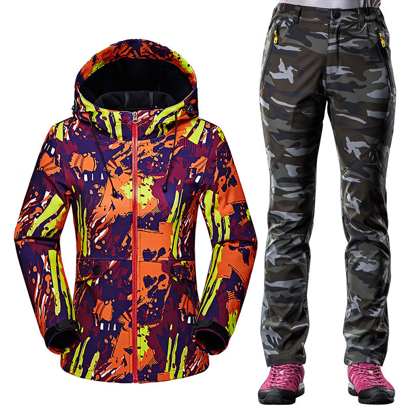 Здесь продается  Autumn Winter Softshell Sportswear Suit Women Outdoor Windproof Waterproof Hiking Fleece Jacket + Warm Fleece pants 2pcs sets  Спорт и развлечения