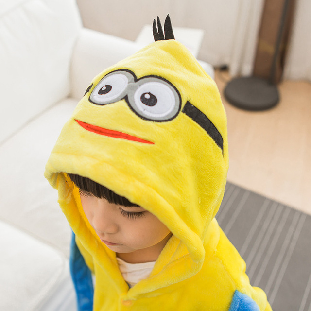 Pijama Da Menina do menino Crianças Minions Amarelo Conjunto Flanela Kids Animal Dos Desenhos Animados Cosplay Com Capuz Kigurumi Sleepwear Pijama infantil