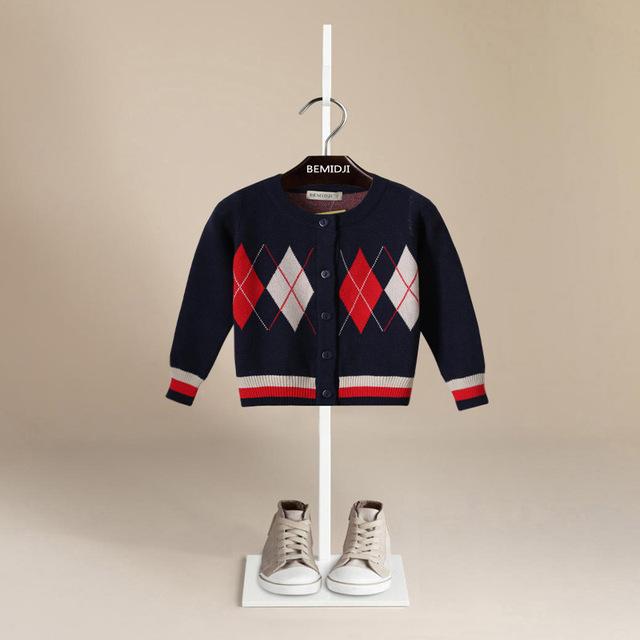 2017 Marca BEMIDJI Plaid Niños chicos Suéter Embroma la ropa Del Niño Chaqueta de punto Botón de Algodón Mezclado