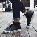 High Top Homens Solteiros Chelsea boots, Botas de Homens Oxford Nubuck Couro Lace-Up Apartamentos Do Vintage Martin Botas Botas de Design Italiano Sapatos masculinos Sapatos Casuais