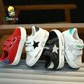 2016 marca Otoño bajo del bucle del gancho rebaño patchwork estrella de cuero de microfibra toddle infantil sneakers primeros caminante muchacha del muchacho zapatos de bebé