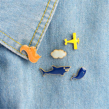Pesawat Cloud Hiu Paus Tupai Bros Pin Pesawat Udara DIY Denim Jaket Pin Lencana(China)