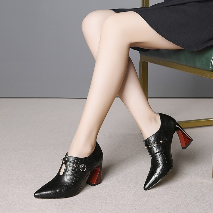 Genuine Leather Woman high heels big size 33-43 Fashion pumps women shoes Pointed toe Strange style Women Dress Wedding shoesGenuine Leather Woman high heels big size 33-43 Fashion pumps women shoes Pointed toe Strange style Women Dress Wedding shoes