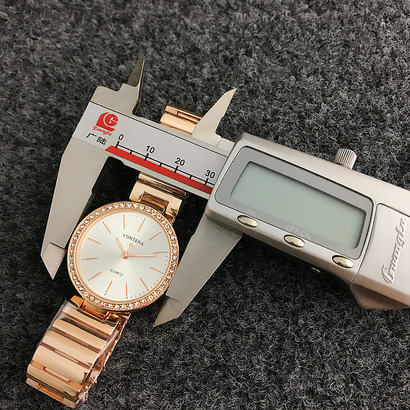 ac82561c9ab ... Vestido De Luxo Originais Venda Montre Femmes Parka De Pele Mens  Relógios Off White Relógio Pulseiras de Relógio de Couro Do Bebê. Montre  Femmes Luxury ...
