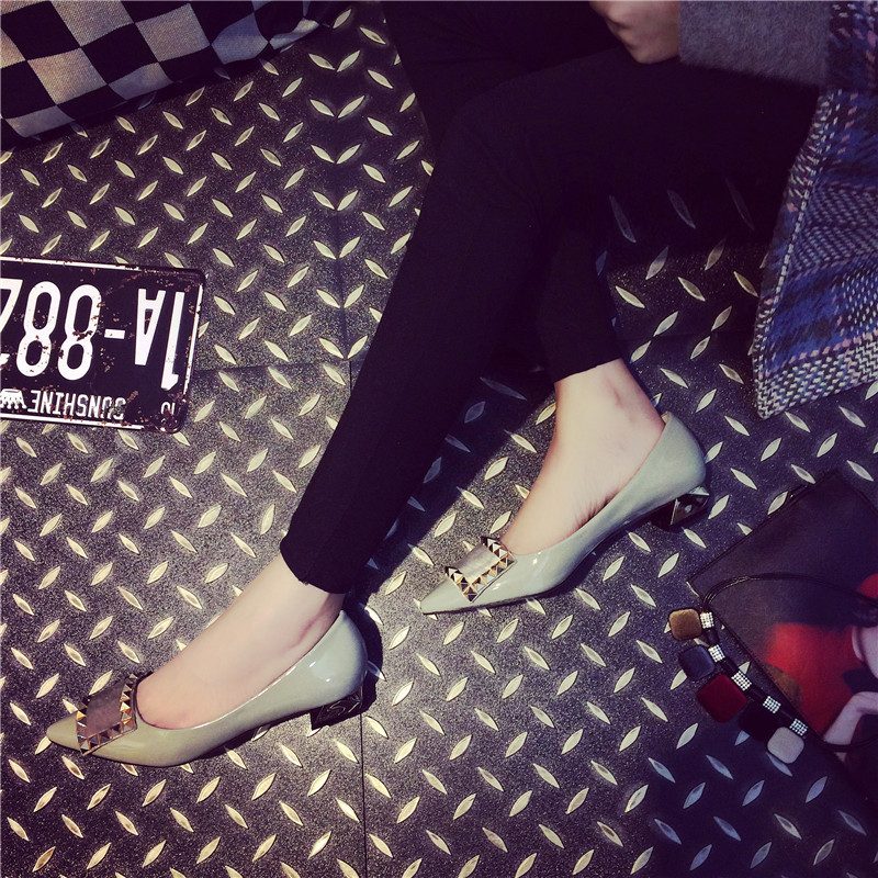 2018 new spring shoes Europe big rivet buckle shoes low metal horsehair pointed shoes Merchandiser