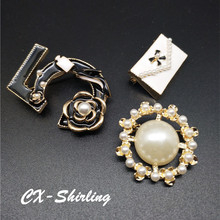 CX-Shirling Women Camellia Brooch Pins Broach Sweater Dress Vintage Famous Luxury Brand Pearl Handbag Letter 5 Pin