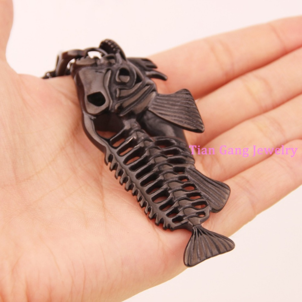 Moda de alta calidad hombres mujeres hueso de pescado gótica negro nuevo  encanto COLLAR COLGANTE encanto del envío libre deaa0419ad3
