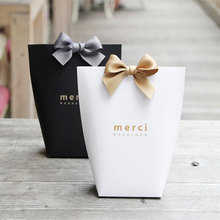 цена на 100pcs/lot Merci Lettering Black Red White Color Wedding Gift Boxes Paper Cake Box Baby Shower Favor Boxes Candy Box With Ribbon