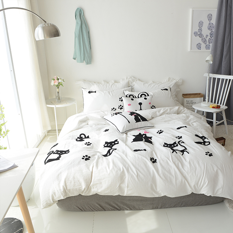 100 Cotton White Black Cute Cat Bedding Set Embroidered