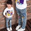 Бренд детей мальчиков и девочек джинсы 2015 мультипликационный персонаж напечатаны случайные джинсовые брюки Весенние и Осенние новые джинсы для детей