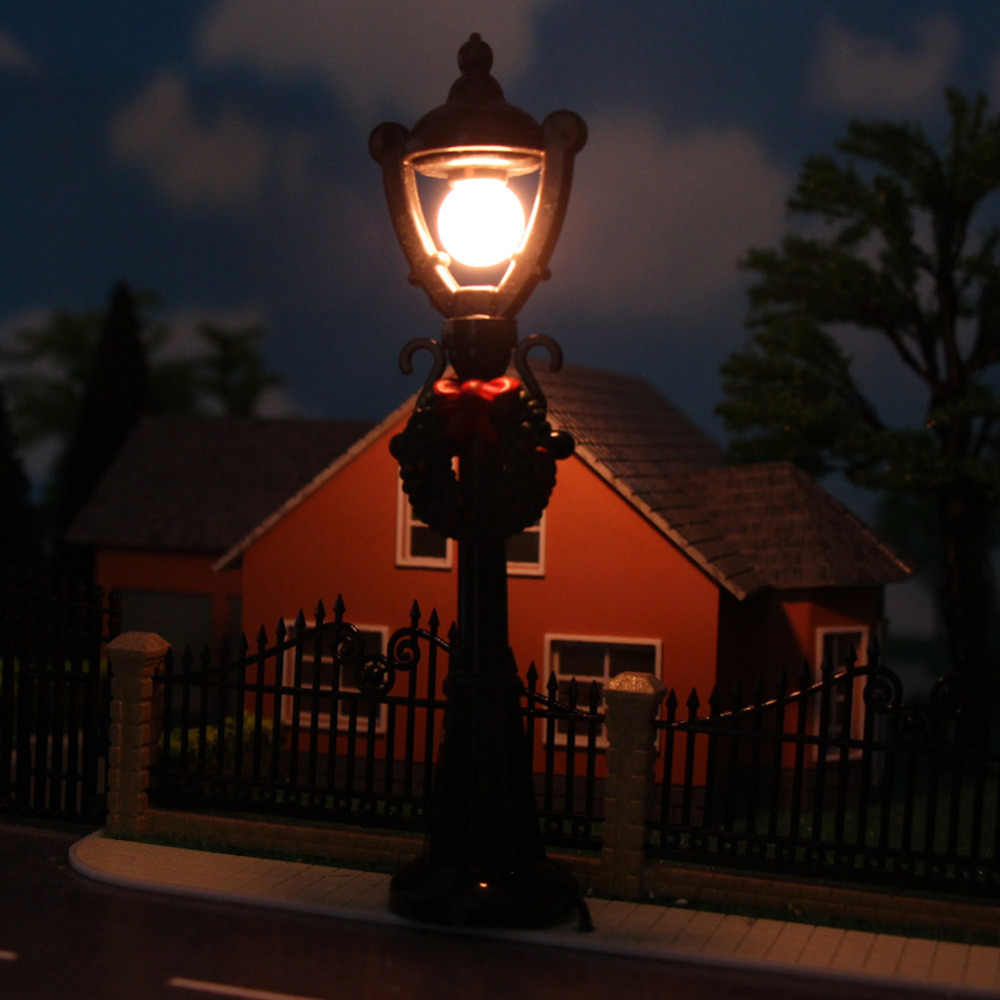 LYC02 5pcs Model Railway Christmas Lamp Post Street Lights O Scale 3V NEW Decoration