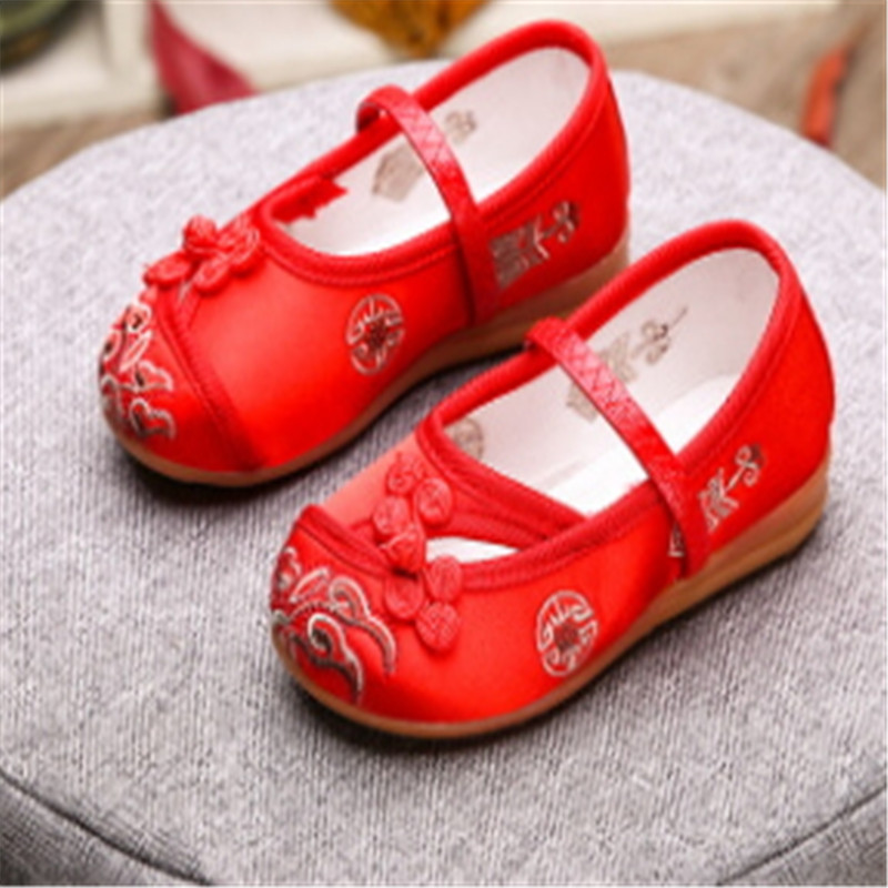 2018 spring and autumn hot sale princess shoes cloth buckle embroidery shoes childrens dance shoes2018 spring and autumn hot sale princess shoes cloth buckle embroidery shoes childrens dance shoes