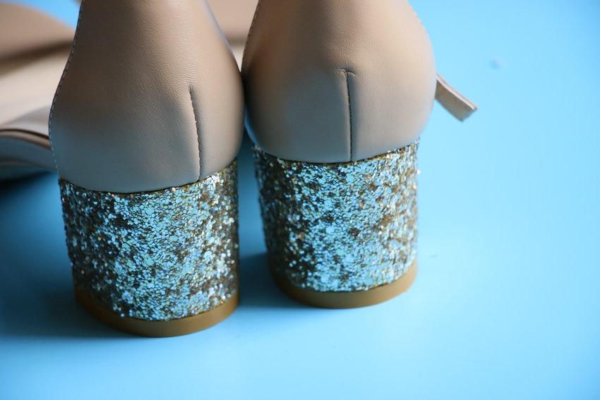 Sädeleva kontsaga sandaalid