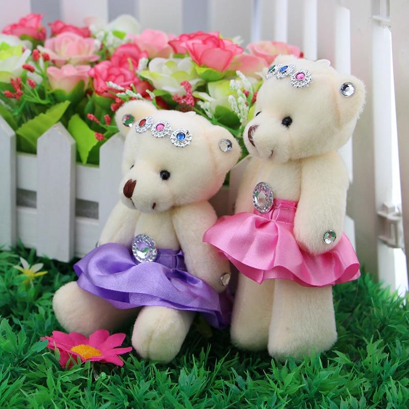 クマ の漫画気質で ダイヤモンド の花の包装紙人形ぬいぐるみ人形漫画花束